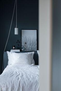 Find Your Luck Airy Bedroom, Closet Bedroom, Diy Projects For Bedroom, Cosy Room, Ideas Hogar, Scandinavian Bedroom, Dark Interiors, Minimalist Bedroom, Beautiful Bedrooms