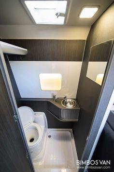 Fiat Ducato Camper 4 plazas viajar y dormir Ducato Camper, Fiat Ducato, Van Conversion Interior, Camper Conversion, Motorhome, Camper Bathroom, Custom Campers, Complete Bathrooms, Rv Interior