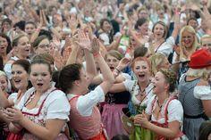 Bad Schussenried stellt Dirndl-Rekord auf