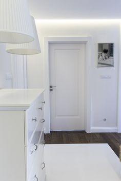 Realizacja Mixwood drzwi wewnętrzne lakierowane - mieszkanie prywatne. Door Design, House Design, Baseboard Styles, Door Trims, Baseboards, Doors, Interior Design, Storage, Modern