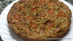 DE CRUCERO CON DUKAN: PAN PIZZA CHERRY Fases: a partir de crucero tolerados: no    Necesitamos: 2 huevos 2 cucharadas  sopera de salvado de avena 1 cucharada sopera  de levadura en polvo   1 o 2 latas de atún natural  muy escurridas  4 o 5 lonchas de pavo cortadas en tiritas 1/2 salchicha de franfurt a trocitos  tomatitos cherry Alcaparras Sal, pimienta y orégano 1 o 2 quesitos  3% de mg