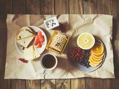 Śniadanie - dlaczego to najważniejszy posiłek dnia. Co powinniśmy jeść? Posłuchaj dietetyka! 🍽️ -  W dzisiejszych czasach prowadzimy niezwykle intensywny styl życia. Ciągle się śpieszymy do pracy, na zakupy, na trening, do szkoły odebrać dzieci #tojakobietapl #kobieta #śniadanie #posiłek #dzień #zdrowie Cały artykuł http://www.tojakobieta.pl/dietetyk-radzi/sniadanie-dlaczego-to-najwazniejszy-posilek-dnia-co-powinnismy-jesc-posluchaj-dietetyka.html