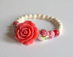 RED ROSE Bracelet Roses Jewelry Flowers – Romantic Gifts for Mom Stretch Beaded Bracelet Flower Gift for her Handmade Bead Bracelet - Perlen Schmuck Rose Jewelry, Skull Jewelry, Beaded Jewelry, Jewelery, Handmade Jewelry, Beaded Bracelets, Etsy Handmade, Handmade Gifts, Handmade Beads