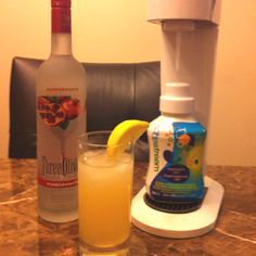 Hubby made the yummiest bevvies with our soda stream water carbonator grapefruit flavour and pomegranate vodka, yum! Alcoholic Beverages, Fun Drinks, Soda Stream Recipes, Soda Alternatives, Snack Recipes, Snacks, Eating Healthy, Pomegranate, Grapefruit