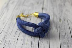 Armbänder - Verknotet: Armband mit Knoten blau gefärbt maritim - ein Designerstück von buntezeiten bei DaWanda