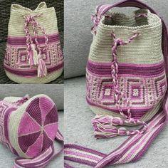 Kleine Look-alike Mochila tas met blok print.Bodem 18cm hoogte 22cm