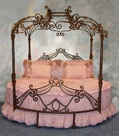 Victorian bed! | PINK Things
