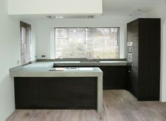 Gorgeous black kitchen with concrete worktop Kitchen Interior, Kitchen Inspirations, Kitchen Design Small, House, Black Kitchens, New Homes, Interior Design Kitchen Small, House Interior, Home Kitchens