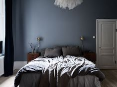 14 Fabulous Rustic Chic Bedroom Design and Decor Ideas to Make Your Space Special - The Trending House Blue Grey Curtains, Blue Gray Bedroom, Blue Rooms, Blue Walls, Blue Bedroom Curtains, Romantic Bedroom Decor, Trendy Bedroom, Modern Bedroom, Blue Wall Decor