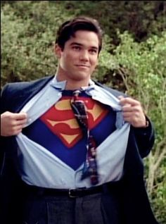 MMmm nothing better than Clark ripping open the shirt to his S. Dean Cain