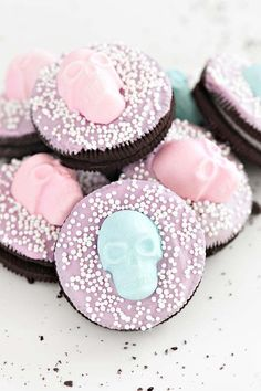 Looking for some sweet, creative dessert ideas for a feminine party? Check out these girly DIY dessert ideas that are as cute as they are delicious. Halloween Donuts, Halloween Desserts, Happy Halloween, Halloween Themed Food, Halloween Look, Pink Halloween, Fairy Halloween Costumes, Halloween Party Themes, Holidays Halloween
