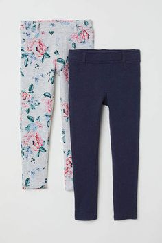 Treggings in thick jersey with an elasticized waistband and mock fly. Mock front pockets and regular back pockets. Fashion 2017, Kids Fashion, Treggings, Pajama Pants, Floral, Style, Pockets, Summer, Pink