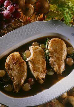 Pechugas de pollo guisadas con uvas y moscatel