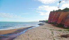 Praia de Dois Irmãos, em Cumuruxatiba, Prado (BA)