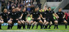 The All Blacks ! The Haka is a traditional Mãori challenge : done every time before an international match. #Respect