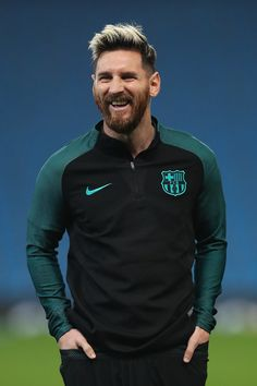 Lionel Messi of Barcelona looks on during a training session ahead of the UEFA Champions League match between Manchester City and Barcelona at the City Football Academy on October 2016 in Manchester, England. Fc Barcelona, Lionel Messi Barcelona, Fotos Do Messi, Psg, Lionel Messi Family, Barcelona Training, Lionel Messi Wallpapers, Messi Photos, Messi 10