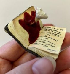 A lovely collectible for Harry Potter fans! This tiny book is ideal for dolls houses, dioramas or just for individual display. This is a teeny-tiny copy of Tom Riddle's diary from the film, Harry Potter & The Chamber of Secrets. It is seen here after Harry has stabbed the book with the poisonous
