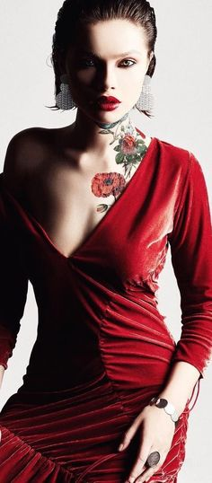 Floral Fashion, Red Fashion, Classy People, Special Dresses, Velvet Fashion, Red Poppies, Going Out, Poppy, Elegant