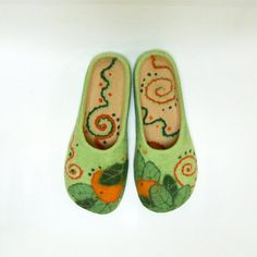 Hey, I found this really awesome Etsy listing at https://www.etsy.com/listing/186628520/mandarin-handmade-felt-slippers-made-to