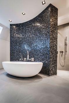 wasserdicht der senso boden ist sogar fur die dusche geeigne Waterproof the Senso floor is suitable even for the shower Bathroom Spa, Bathroom Fixtures, Small Bathroom, Master Bathroom, Vanity Bathroom, Contemporary Bathroom Designs, Bathroom Design Luxury, Bad Inspiration, Bathroom Inspiration