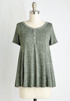 Flow You the Way Top. If youre stumped for how to do casual without doing dull, this moss green henley will guide you to laid-back outfit bliss! Vintage Shorts, Vintage Tops, Vintage Outfits, Retro Vintage, Laid Back Outfits, Modest Outfits, Modest Clothing, Plus Size Blouses, Plus Size Tops