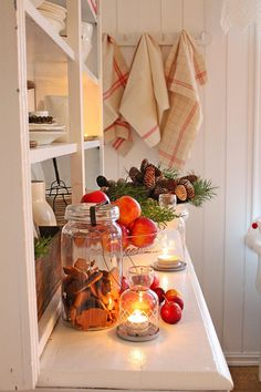 Pepperkaker in the glow of candlelight via Vibeke Design. Swedish Christmas, Christmas Kitchen, Christmas Cooking, Cozy Christmas, Scandinavian Christmas, Country Christmas, Vibeke Design, Christmas Interiors, Happy Kitchen