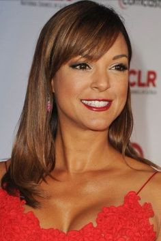 Eva la Rue Medium Straight Cut with Bangs - Eva la Rue complemented her red-hot ALMA Awards dress with a minimally styled straight 'do. Messy Hair Look, Messy Curls, Long Curls, Medium Curls, Medium Hair Cuts, Medium Hair Styles, Long Hair Styles, Haircuts With Bangs, Short Hairstyles For Women