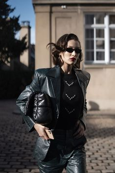 Attendees at Paris Fashion Week Fall 2020 - Street Fashion Leder Outfits, Leather Jacket Outfits, Celebrity Outfits, Celebrity Style, Isabella Hadid, Best Street Style, Bella Hadid Style, Victoria Secret Fashion, Victoria Dress