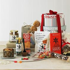 Christmas Hamper Diy Christmas Baskets, Christmas Hamper, Christmas Wrapping, Christmas 2019, Simple Christmas, Christmas Ideas, Xmas Ideas, Christmas Inspiration, Montezuma