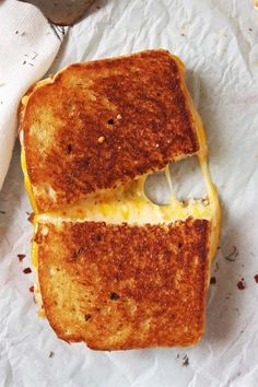 15 Gourmet Grilled Cheese Sandwiches That Are Insanely Good - XO, Katie Rosario I Love Food, Good Food, Yummy Food, Sick Food, Tasty, Sandwich Bar, Grill Cheese Sandwich Recipes, Burger Recipes, Grilled Cheese Recipes Easy