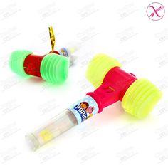 MARTILLO de juguete que hace el tìpico sonido al golpear, viene con una bolsita de caramelos sin gluten.