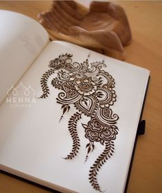 Warming up before my clients arrive with some florals and leaves. Mehandi Henna, Tattoo Henna, Henna Tattoo Designs, Mehndi Art, Mehendi, Hindu Tattoos, Hena Designs, Mehandi Designs, Henna Drawings