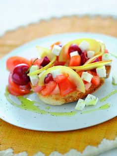 Frisella con insalata di formaggio, pomodori e frutta / Frisella bread with salad of cheese, tomatoes and fruit