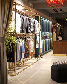 Showroom Interior Design, Huge Mirror, Wall Of Fame, Reception Design, Pantry Design, Soft Furnishings, Furniture Making, Neutral Colors, Color Pop