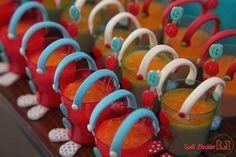 Olha que amor esta Festa Circo Vintage!!Pura inspiração, vocês não acham??Imagens do facebook Singular Festas Criativas.Lindas ideias e muita inspiração.Uma semana maravilhosa para todo mundo...