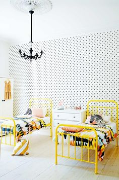 kids-bedroom-polka-dot-wallpaper-Lilley-home-dec15