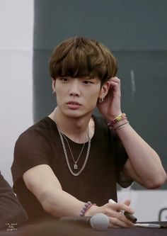 #iKON #BOBBY || he looks confused but still cute >ㅁ<