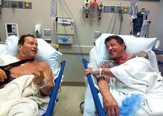 """Arnold Schwarzenegger e Sylvester Stallone se encontraram na cama do hospital depois de um dia cansativo de gravações do filme """"Os Mercenários 2″"""