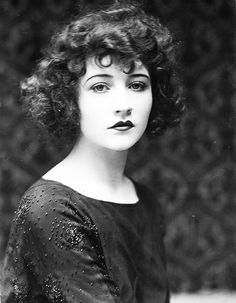 Betty Compson, American violinist, actress and independent film producer. Acted in at least 50 silent and 24 sound films between 1919-1940