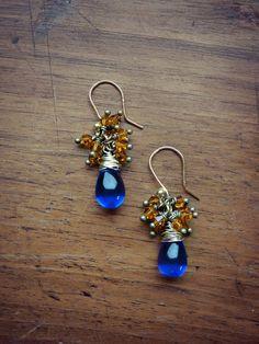 Boucles d'oreilles grappes bleu et safran  Goûte par Bombaycotons