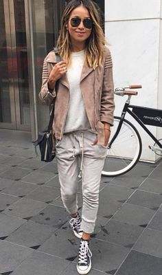 Want Your Sweatpants to Look Chic? Here's How to Buy the Right Kind for Your Body Want Your Sweatpants to Look Chic? Here's How to Buy the Right Kind for Your Body Fashion Mode, Look Fashion, Winter Fashion, Fashion Outfits, Fasion, Sporty Fashion, Fashion Fashion, Luxury Fashion, Fashion Trends