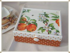 This is a tea box I made as a gift. I love that napkin, it's beautiful. You can see it in my blog by clicking the image.