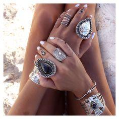 Amamos a combinação de pedras tamanhos e formatos! We ♥ #boho!