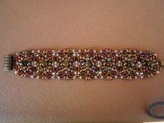 Bracelet Medini beaded by Reme Molina Perea  Pulsera MEDINI by remediosmolinaperea, via Flickr