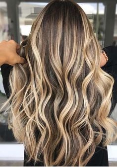 See here the best ideas of balayage and ombre hair colors and hairstyles for . - See the best ideas of balayage and ombre hair colors and hairstyles for women here … – Make up - Hair Color Highlights, Ombre Hair Color, Hair Color Balayage, Balayage Highlights, Golden Highlights, Blonde Highlights On Dark Hair Brunettes, Blonde Ombre Hair Medium, Medium Balayage Hair, Balayage Hair Brunette Long