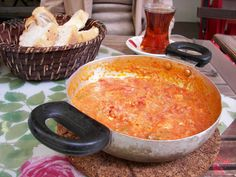 Menemen #Turquía Kosher Food, Kosher Recipes, Turkish Recipes, Ethnic Recipes, Hummus, Tapas, Pudding, Desserts, Gastronomia