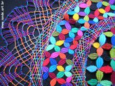 renda de bilro   Brasil Hairpin Lace, Folk, Bobbin Lacemaking, Quilt Border, Lace Heart, Lace Jewelry, Arte Popular, Textile Art, Lace Detail
