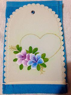 Flores y corazón porta toalla