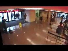 Famoso Violinista Joshua Bell tocando de incógnito en la estación de metro - YouTube