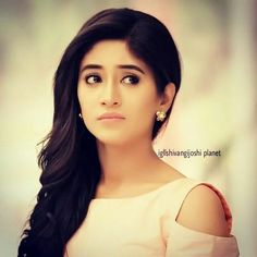 Industry Experts Give You The Best Beauty Tips Ever Best Beauty Tips, Beauty Hacks, Shivangi Joshi Instagram, Kartik And Naira, Tashan E Ishq, Cute Girl Face, Beauty Regimen, Tv Actors, Celebs